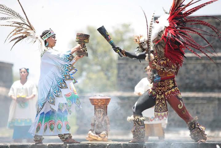 La emotiva ceremonia del encendido en Teotihuacán.