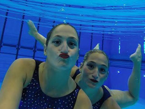 La selfie de las Mellis en la piscina panamericana.