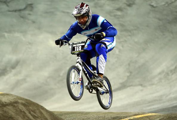 Los cuatro riders argentinos se metieron hoy entre los top 5 de las superfinales del contrarreloj del BMX. Mañana ián en busca de las medallas.