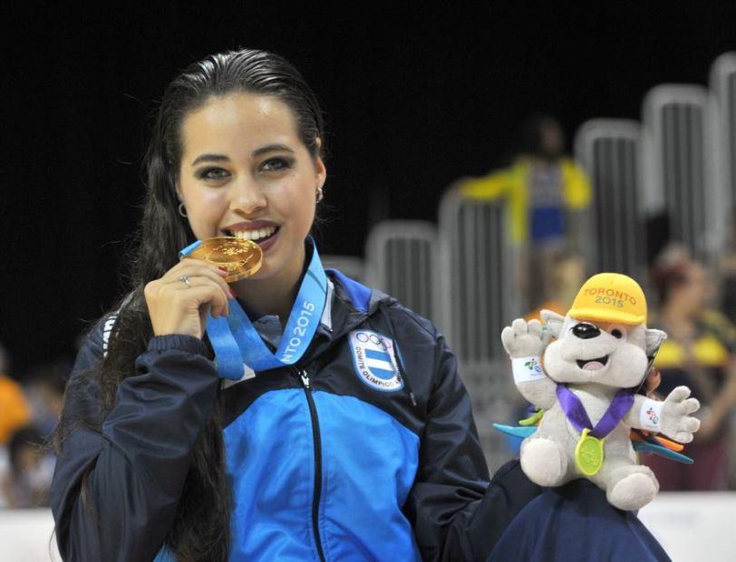 Giselle Soler con su medalla dorada, la primera argentina en Toronto