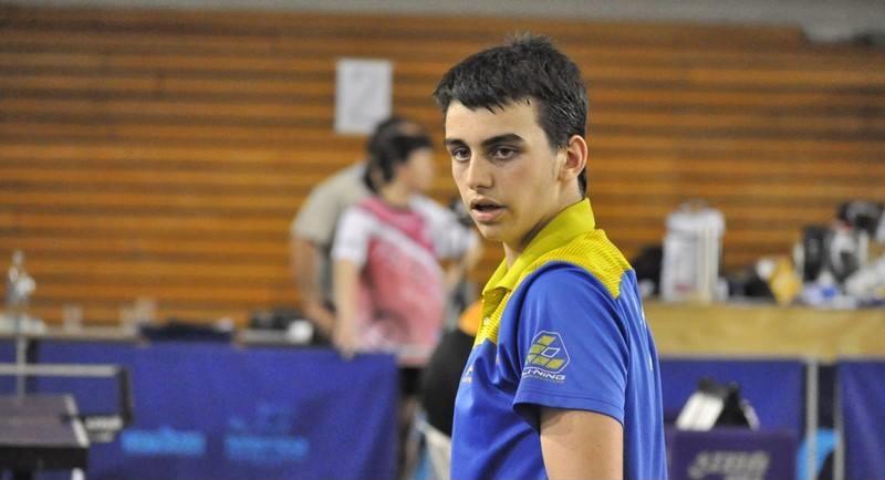 Martín Bentancor ganó en singles, dobles y equipos cadetes.