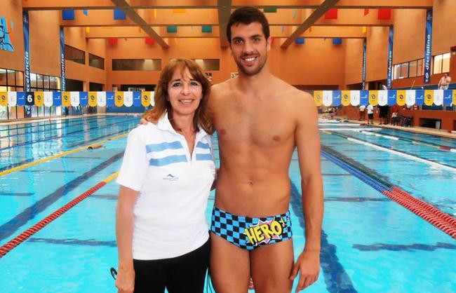 Federico Grabich va con su entrenadora Mónica Gherardi.