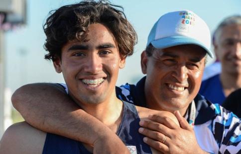 La alegría de Agustín Osorio y su papá Gustavo, DT hacedor de dos medallistas olímpicos.