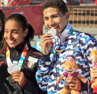 Serrano en el podio con la egipcia Abdelmaksoud.